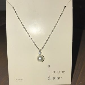 Brand New Beautiful Pearl necklace with a crystal